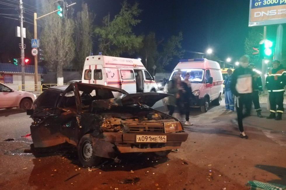 В ночном ДТП на Новоастраханском шоссе пострадали четыре человека