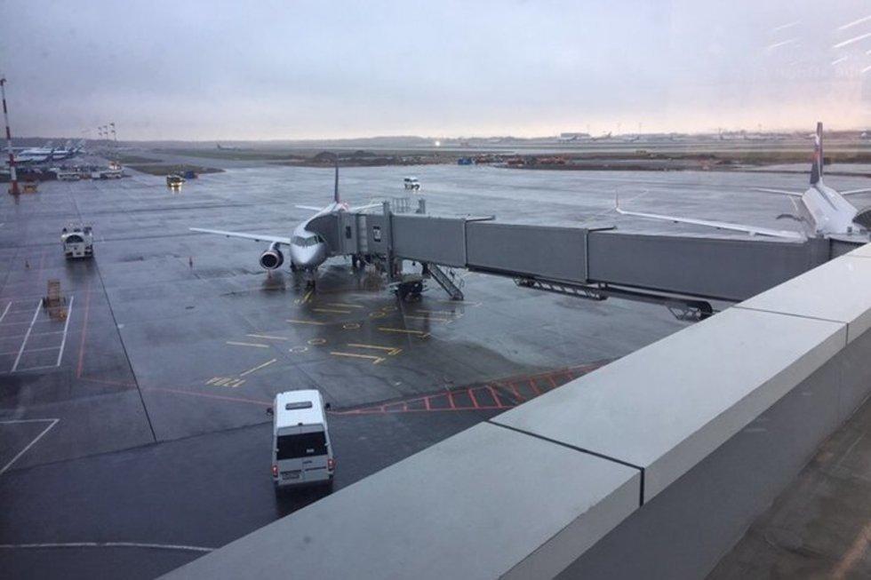 Рейс из Саратова в Москву задержали из-за авиакатастрофы в Шереметьево