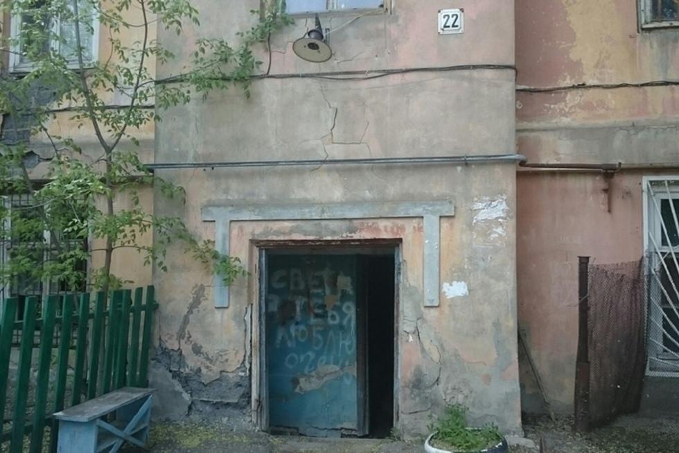 Володин пообещал жителям еще одного барака в Елшанке, что они в августе получат квартиры в новом доме