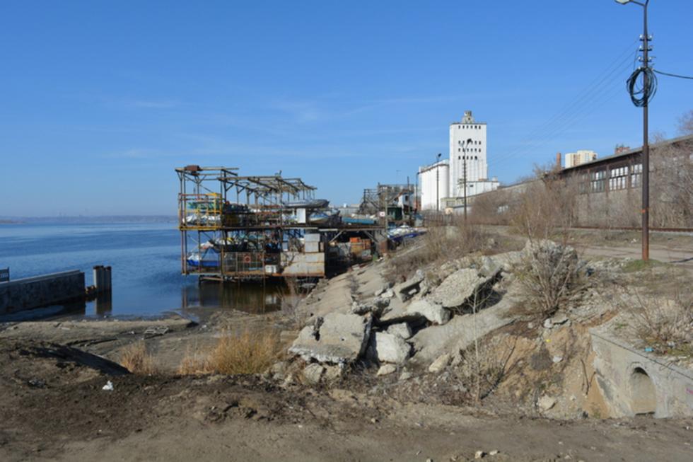 Продолжение реконструкции новой набережной Саратова в мае оказалось под угрозой срыва из-за жалобы подмосковного бизнесмена