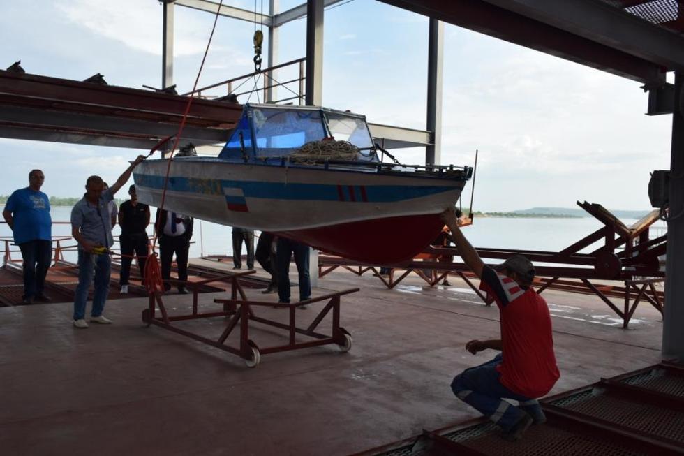 Глава Саратова попытался убедить лодочников начать переезд на базу в Юрише на этой неделе