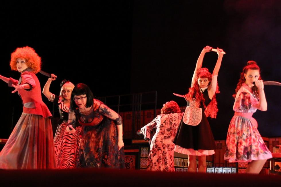 В театре драмы «Восемь любящих женщин» раскрыли тайну убийства