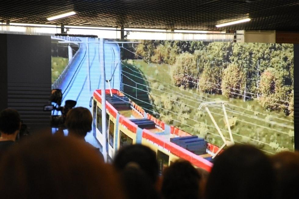 Скоростной трамвай, электричка в Волгоград и новые автобусы: замминистра транспорта не смог сказать, когда саратовцы смогут ездить по-новому
