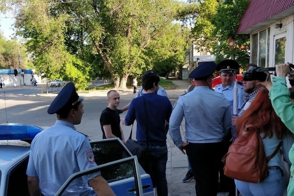 Молодого человека, которого приняли за поджигателя проходной областного правительства, задержали на экоакции. Но вскоре отпустили из отдела полиции