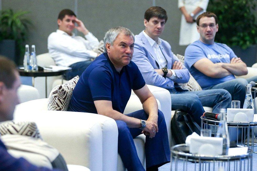 Вячеслав Володин предложил установить камеры слежения с системой распознавания лиц во всех российских городах