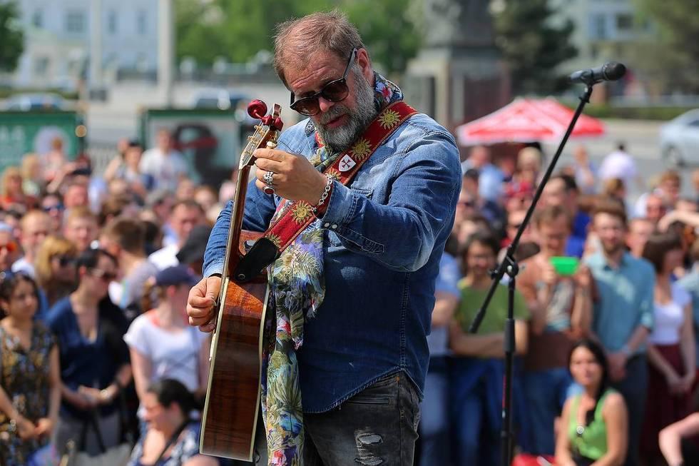 Борис Гребенщиков даст бесплатный концерт для саратовцев перед Консерваторией
