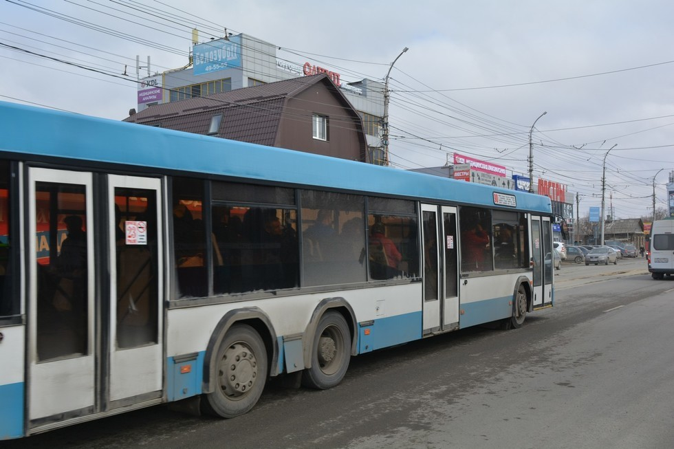 Чиновник мэрии призвал саратовцев жаловаться на водителей автобусов, которые уезжают в парк раньше 21 часа