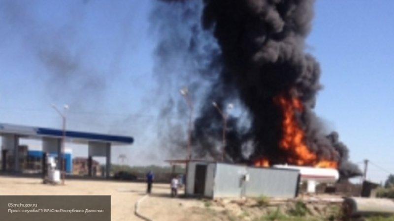 Пожар уничтожил автозаправочную станцию в Дагестане