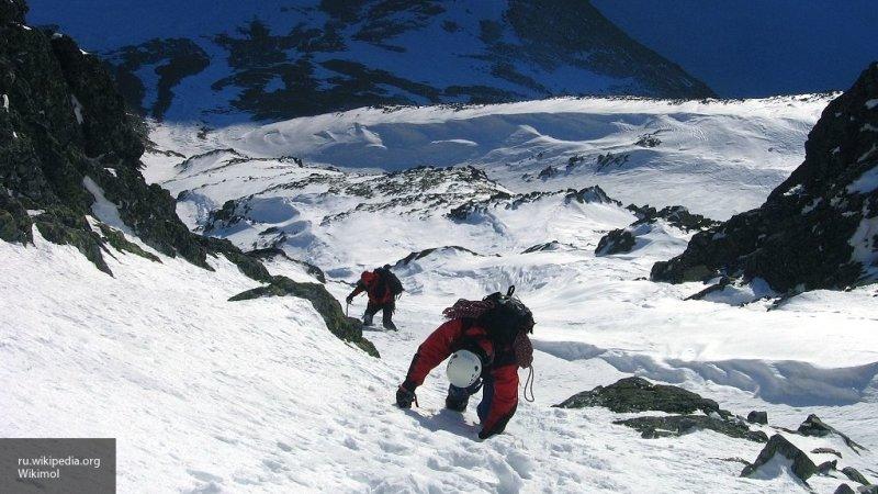 Группа японских туристов эвакуирована с вулкана на Камчатке, где погиб человек