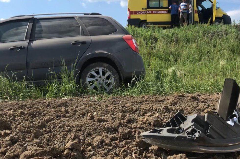 Пожилая женщина и ребенок оказались в больнице в результате аварии в пригороде Саратова