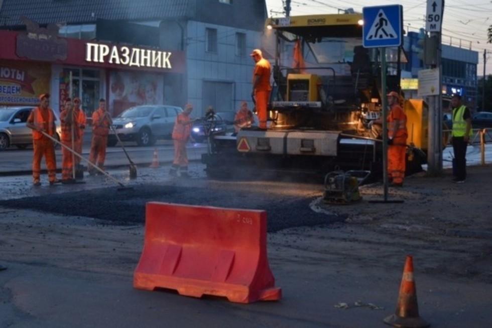 Названы улицы, на которых всю ночь будет работать дорожная техника