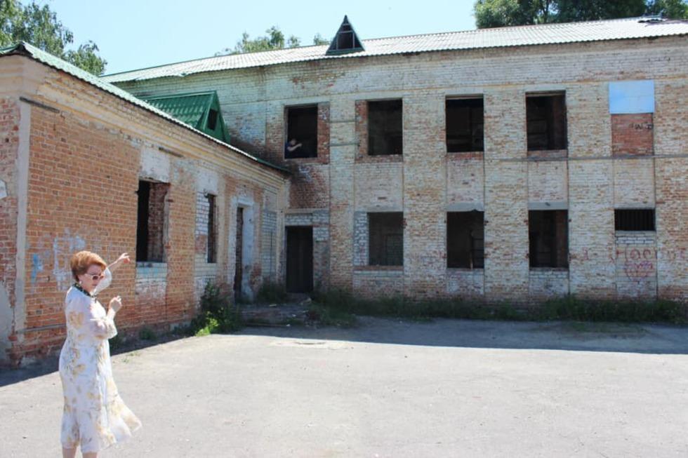 В Балашове общественники с полицейскими третий год ходят на экскурсию в заброшенный садик, но там ничего не меняется
