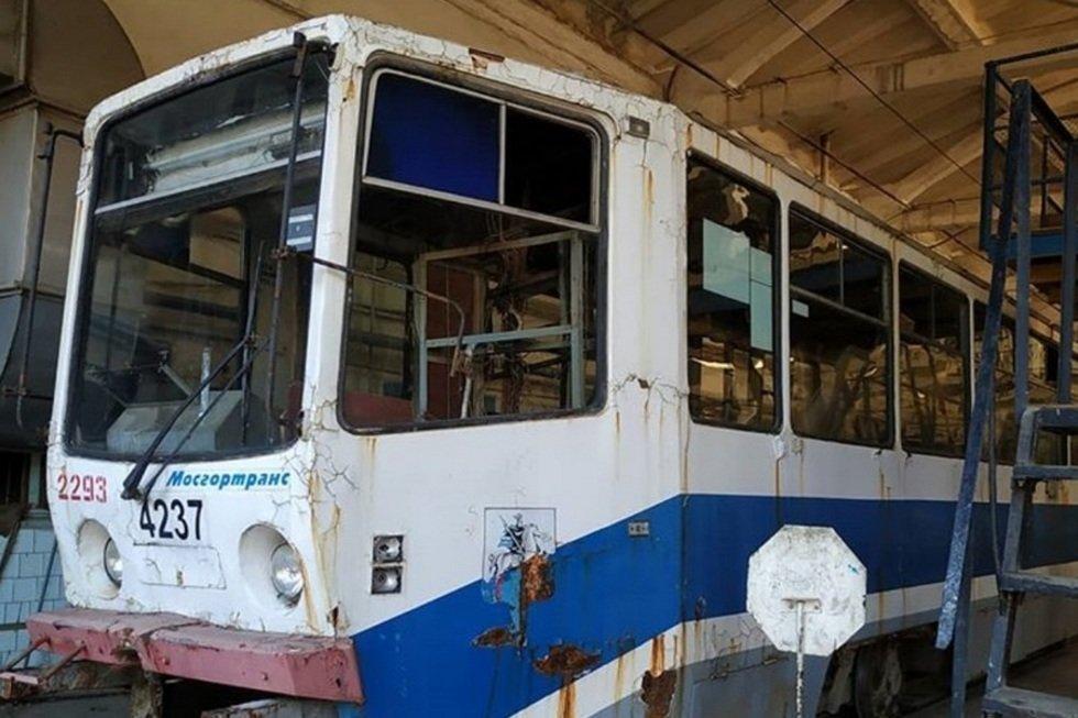 В Саратове «выпотрошили» последний из подаренных Москвой трамваев, которые так и не вышли на маршруты