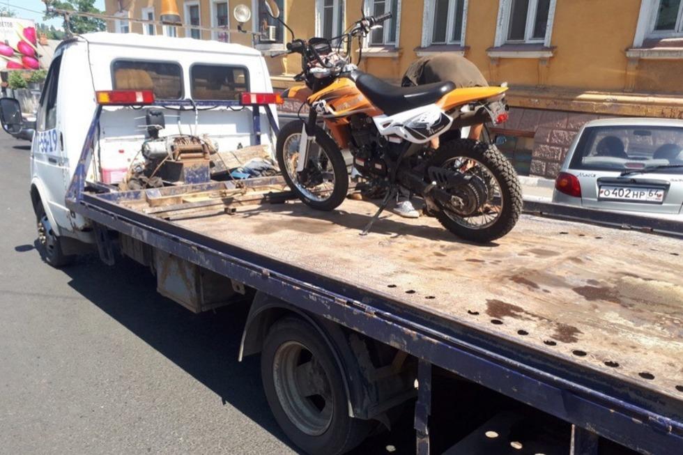 Мотобатальон поймал в Саратове пьяного байкера без водительских прав