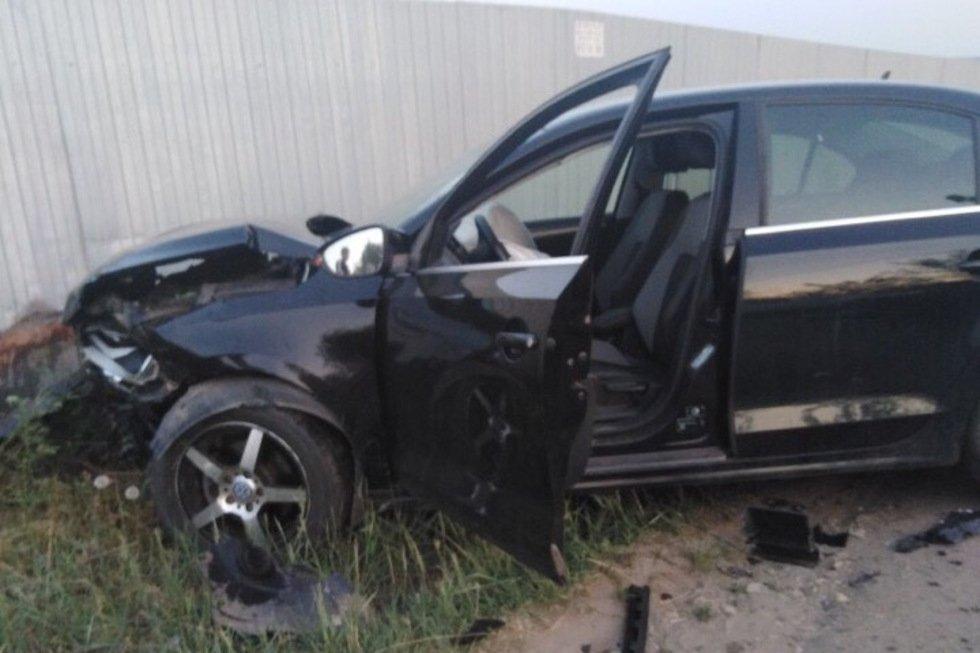 Водитель «Лады Гранты» сильно пострадал в ДТП возле кладбища: фото с места происшествия