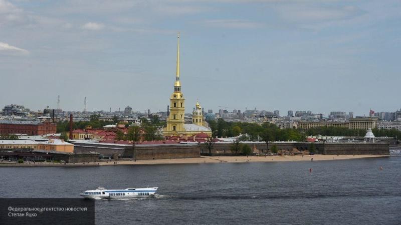 Беглов подписал соглашения по развитию круизного туризма в Петербурге