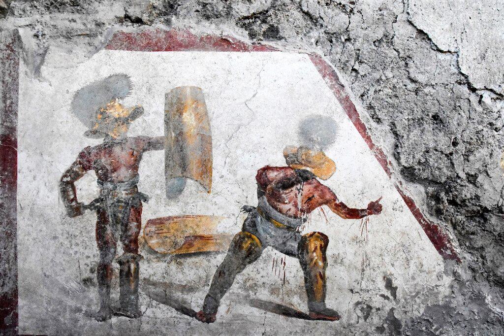 В Помпеях нашли фреску с гладиаторами