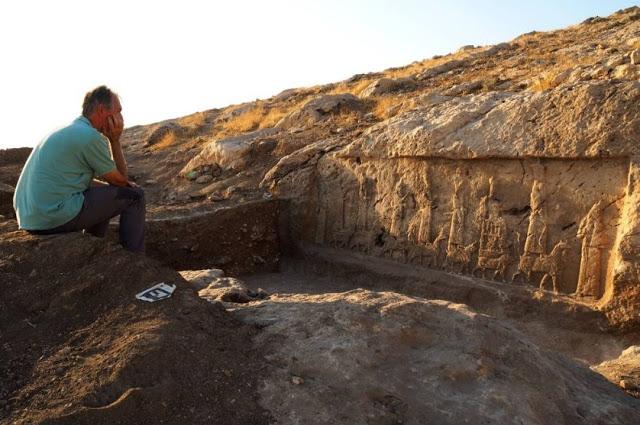 В Ираке раскрыли десять наскальных ассирийских рельефов