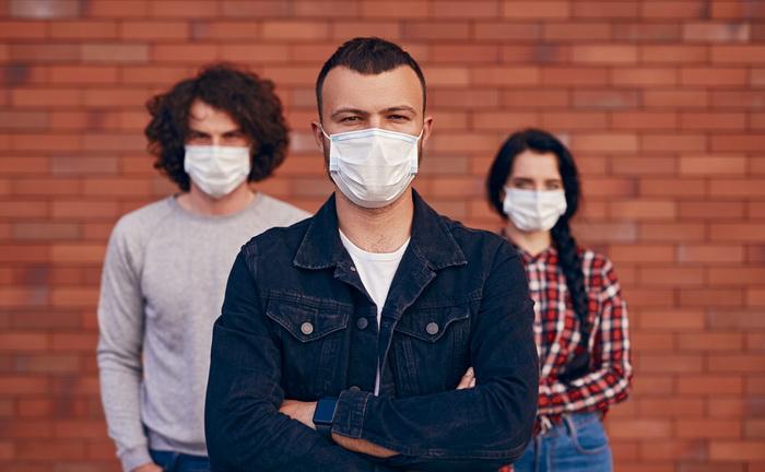 Медицинские маски улучшают металлом